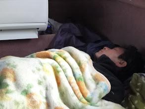 Photo: タカミさんは、まだ真鯛釣ってないのに寝てます。