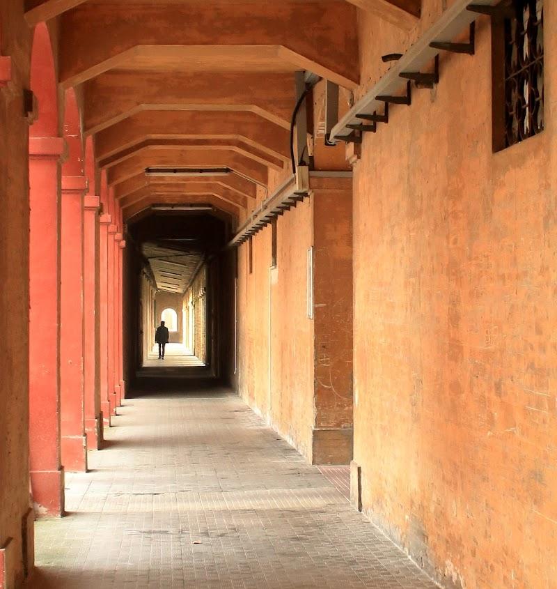 La via di fuga di un folle (portici ex-manicomio Ancona) di There-Is-A-Place