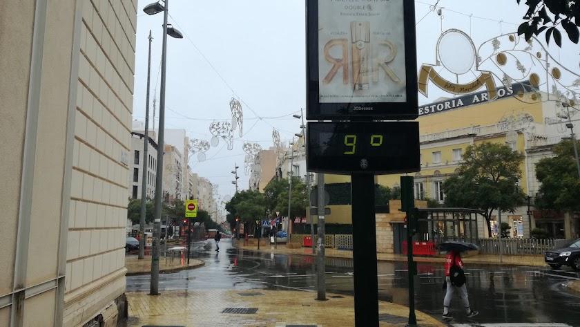 El termómetro marcando nueve grados en Almería capital.