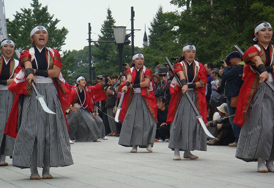 Японские девушки изображают «женский отряд» на ежегодном фестивале в городе Айдзувакамацу источник: asahi.com - Последняя японская амазонка | Военно-исторический портал Warspot.ru