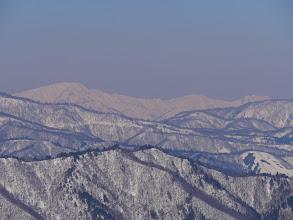 奥に右から見越山・奈良岳・大笠山など