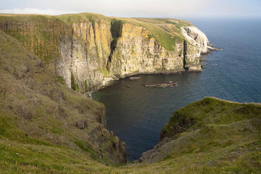 avalon-newfoundland-cliffside.jpg - An inlet on Avalon Peninsula in Newfoundland.