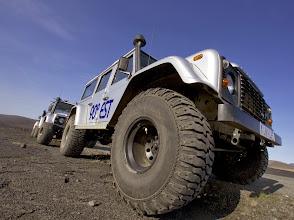 Photo: I nostri Land Rover Defender 110 AT37 nel deserto centrale d'Islanda. www.90est.it