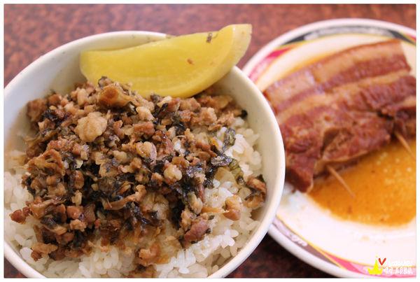 李仔哥爌肉飯-停車場 排骨飯 便當 外帶 小菜 在地的熱門排隊小吃店!