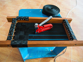 Photo: making the seats, I use staple to temporarily hold the plastic bands in place...