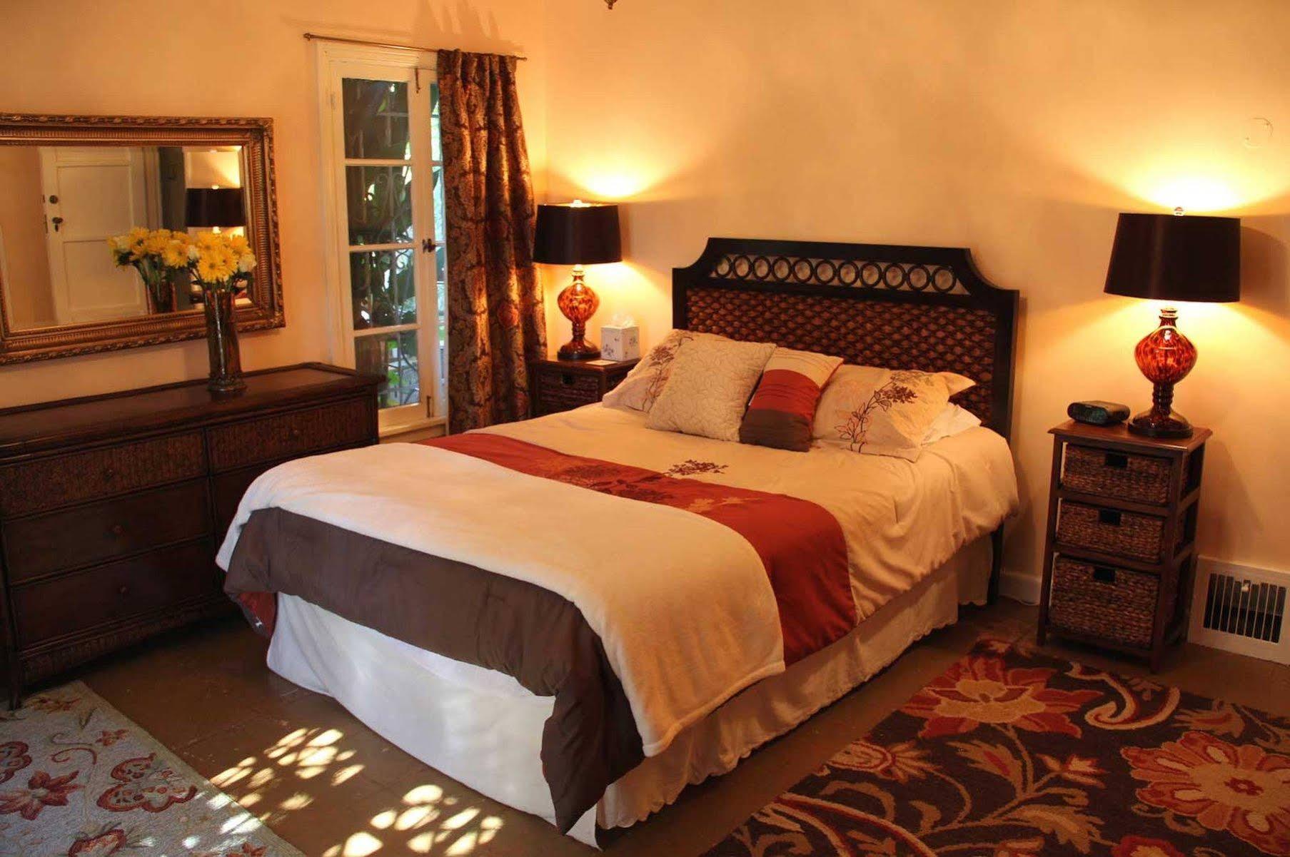 Cinema Suites Bed & Breakfast