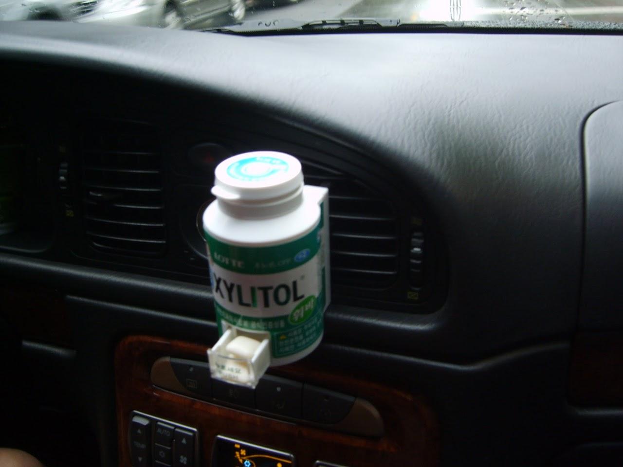 차안에서 편리한 자일레톨 껌통