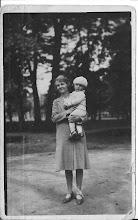 Photo: Broertje van mijn moeder:  Rijn de Groot. Na het overlijden van zijn ouders, werd hij het eerste jaar  nog verzorgd door deze mevrouw. Rijn werd daarna in het Haarlems  weeshuis geplaatst.