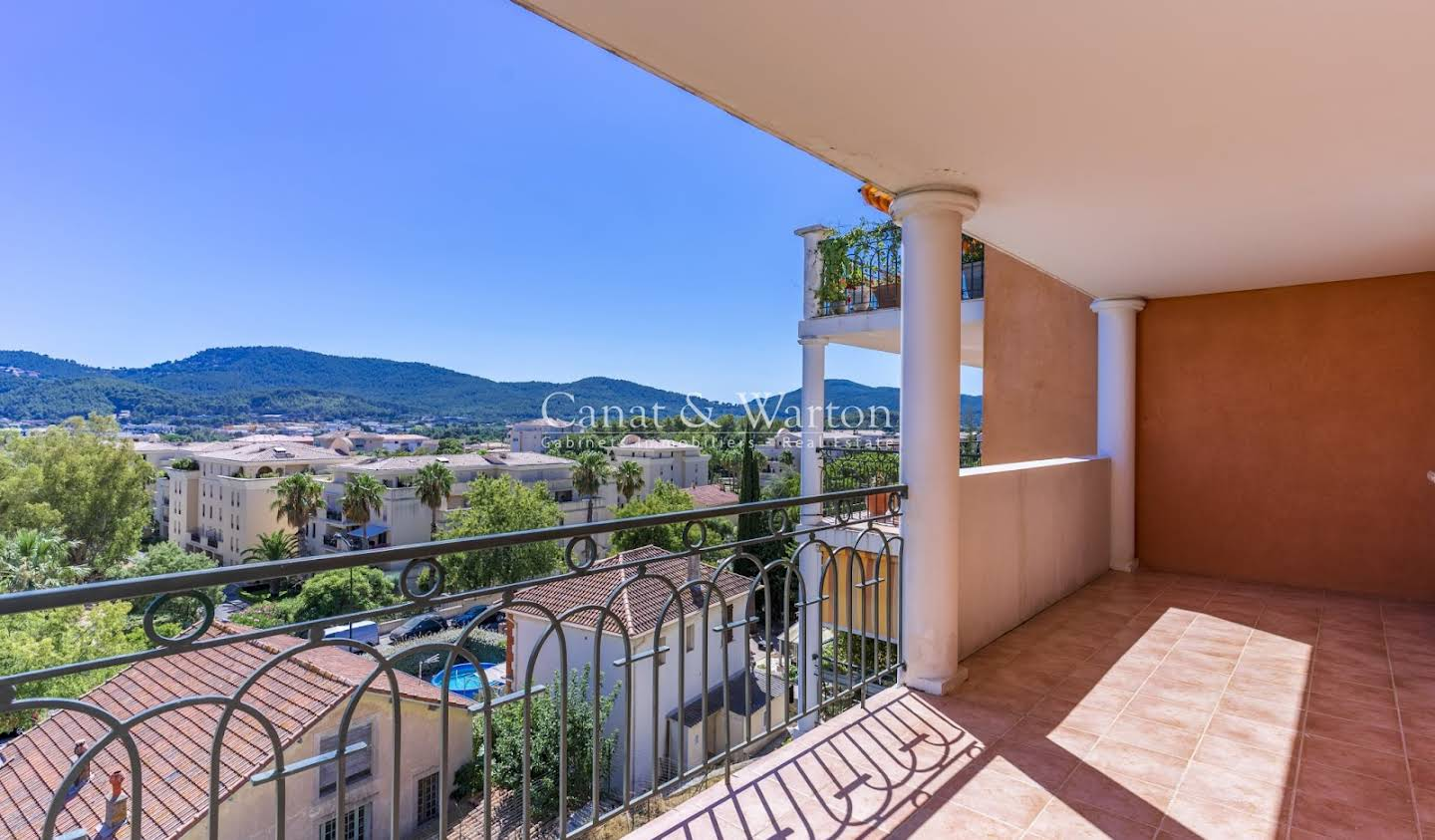 Apartment with terrace Hyeres