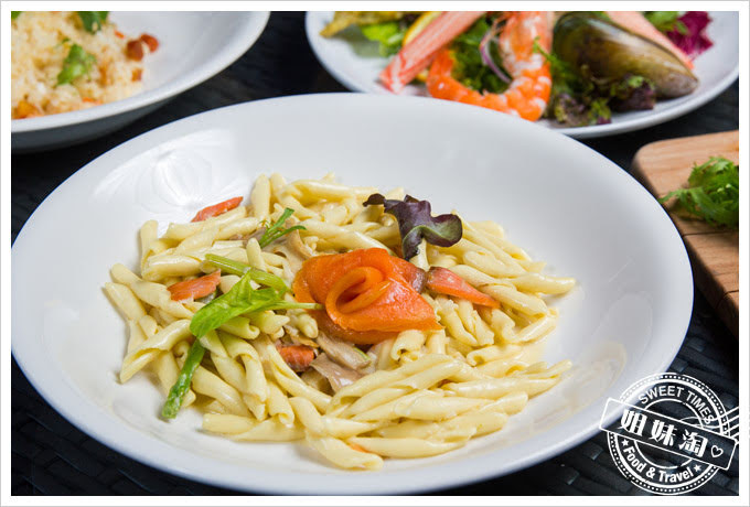 貝隆餐酒館-燻鮭魚奶油長棍義大利麵