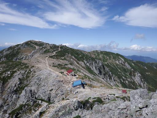 中岳と奥に木曽駒ヶ岳