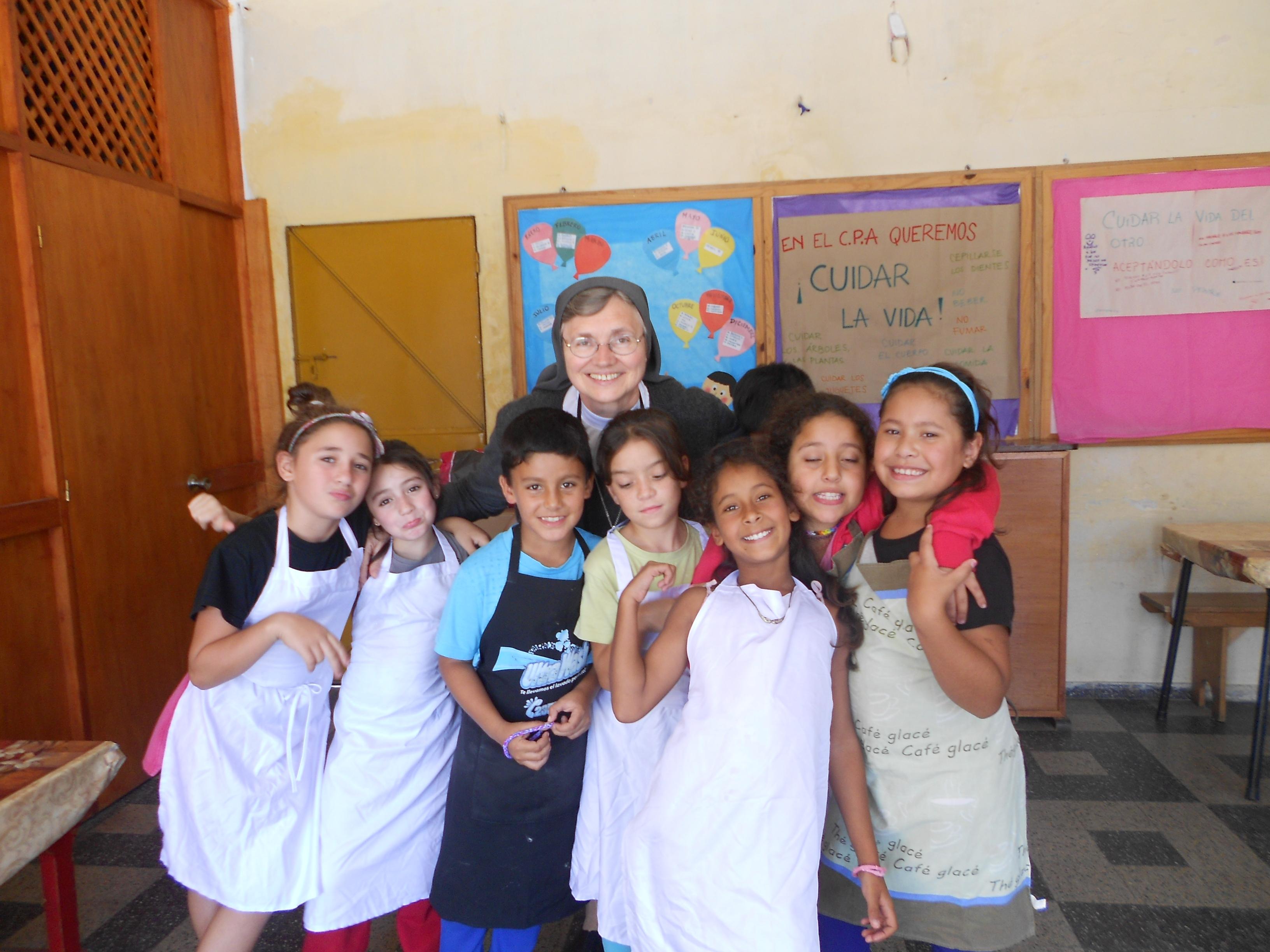 Photo: Visita a los niños del Centro Puertas Abiertas