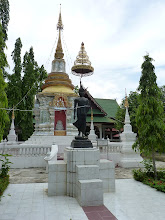 Photo: road Mae Sariang to Chiang Mai - temple under Big reclining Buddha on hill, on the road from Hot to CM