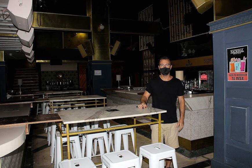 Javier Díaz, socio de Nacional Music Club, tras conocer la noticia del cierre de los establecimientos de la noche.