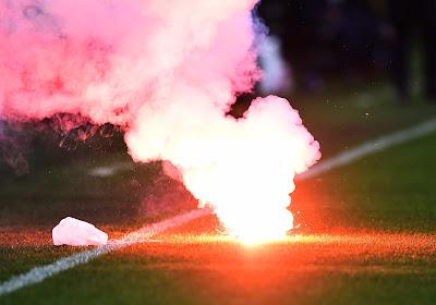 Un fumigène vient interrompre un match qui se joue... à huis clos !