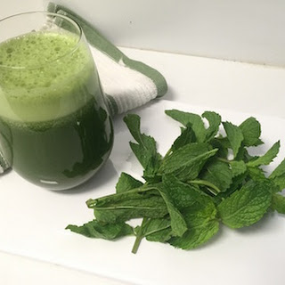 A Low-Sugar Minty Clean Green Juice.