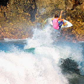 air time delight by Trevor Murphy - Sports & Fitness Surfing ( barrels, surfing, tmurphyphotography, randy townsend, costa rica )