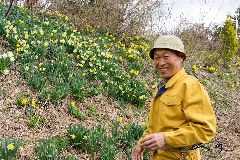 武市さんの笑顔に、花たちもニッコリあいさつ
