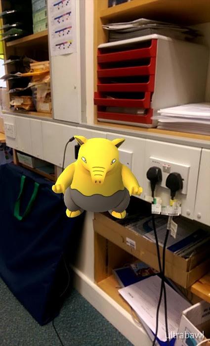 Đua nhau đi bắt Pokémon tại WC, chảo rán, bồn cầu…