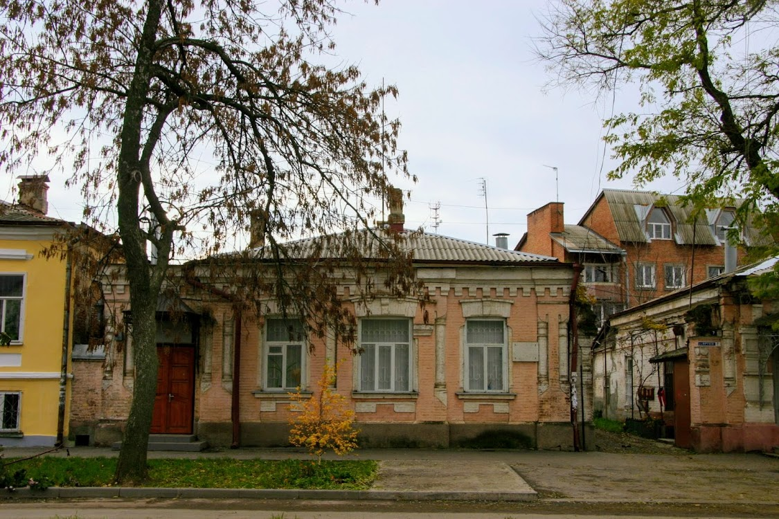 https://sites.google.com/site/istoriceskijtaganrog/frunze-ulica/dom-5