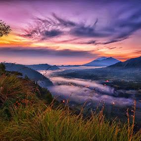 Sunrise in Batur by Hendri Suhandi - Landscapes Mountains & Hills ( clouds, hill, bali, kintamani, mountain, fog, batur, layers, sunrise )
