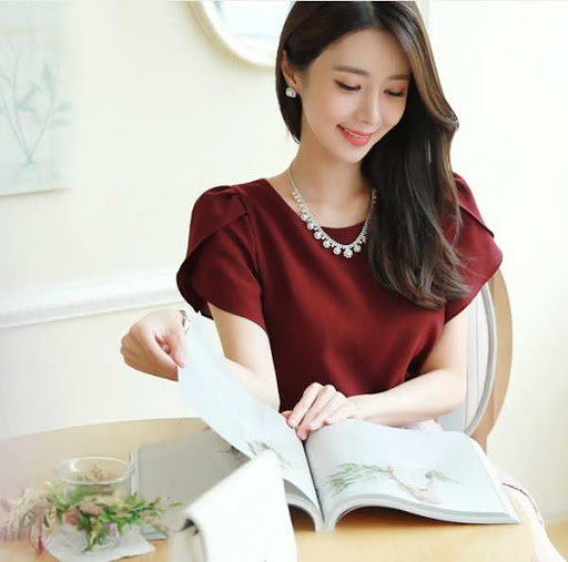 Hermosa blusa manga tulipán color vino tinto