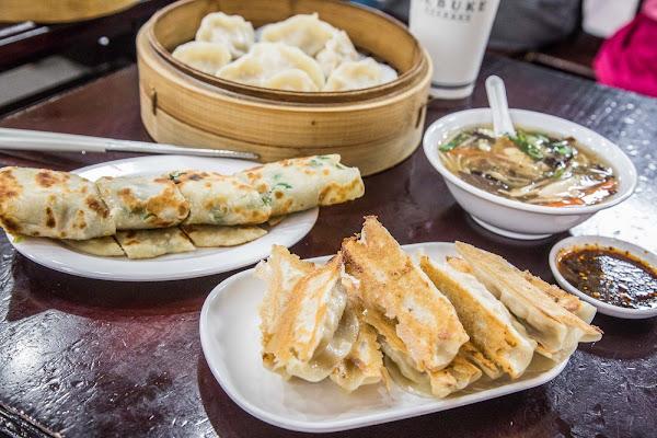 台北東區美食,無時無刻都人氣爆棚,東區老字號平價小吃!頂好紫琳蒸餃館