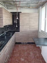 Photo: Kuchyň vypadá na fotce malinká, ale zdání klame. Na délku má kuchyň 4 m a na šířku 2,5 m Později ji nafotím z lepšího úhlu