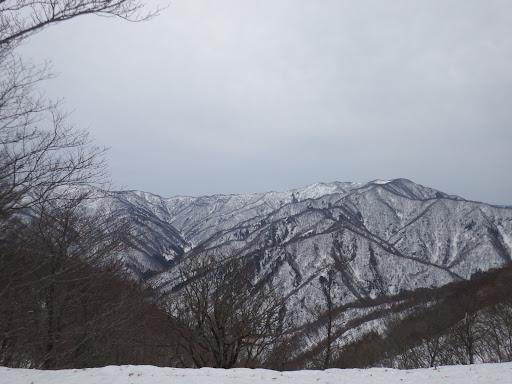 横山岳(右)と神又峰(左)