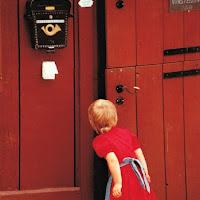 Quale mistero nasconde la porta rossa? di