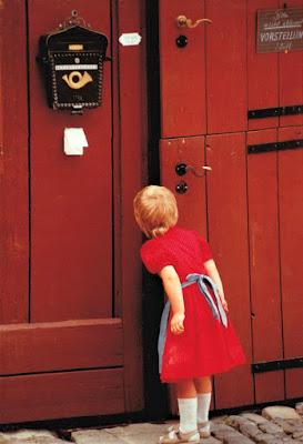 Quale mistero nasconde la porta rossa? di paolo-spagg