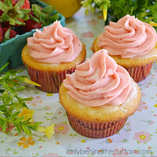 Strawberry Lemonade Cupcakes.