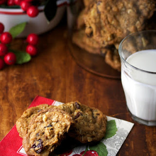 DRIED CHERRY OATMEAL COOKIES