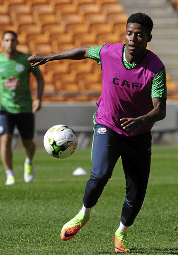 Kingpin: Bafana coach Stuart Baxter is likely to use Vitoria Guimaraes's Bongani Zungu as a midfield anchor against Nigeria on Saturday. Picture: SYDNEY MAHLANGU /BACKPAGEPIX