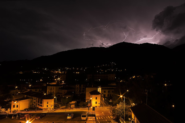 Gandino by night di castelli stefano