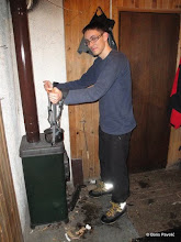 Photo: pošto sam ja prvu izlio po cipelama i vodi- prepuštam bojanu