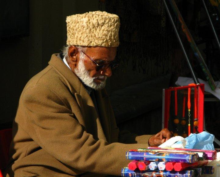 Anziano venditore di Andrea Venturelli
