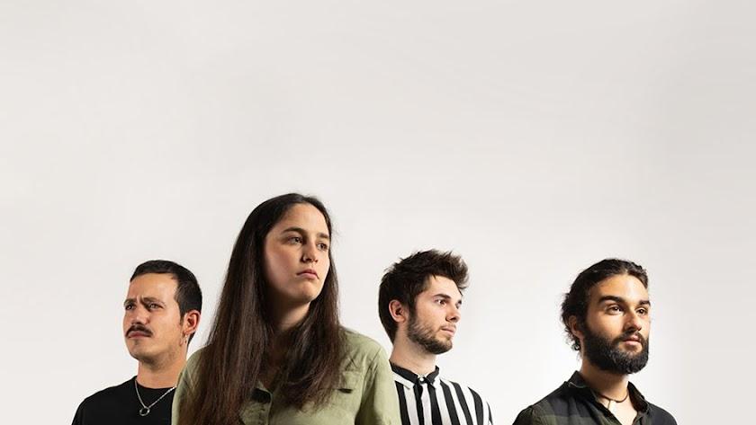 AA MAMA el grupo murciano promete una noche entre melodías de rock, folk y pop.