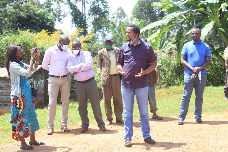 Former PS Irungu Nyakera addressesfarmers at Kaganda buying centre in Kiharu, Murang'a