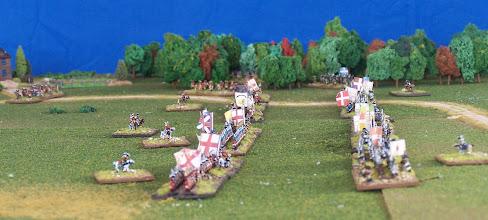 Photo: Le due linee si fronteggiano (a destra nella foto le truppe franco-canadesi).Miniature Baccus, materiale scenico TimeCast e autocostruito.