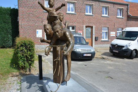 Eddy Merckx monument & geboortehuis  te Kiezegem
