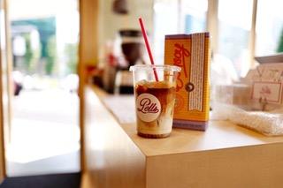 COHSAにはエスプレッソを始めとしたコーヒー、自家製、オーガニックのドリンクメニューを揃えたコーヒースタンドが併設しています。是非ご一緒に、ご利用くださいませ。 ※ドリンクについては当日コーヒースタンドにて現金またはクレジットカード、電子マネーなどで、お支払いとさせて頂きます。 ※複数ご注文希望の場合は「その他」にチェックを入れていただき、自由記述欄に数字をお入れください。 ※日曜日、祝日、また平日でも早朝深夜のドリンクサービスの提供は出来かねますので、ご了承ください。