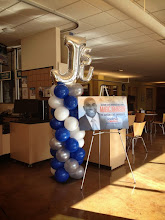 Photo: balloon column with JSU topper