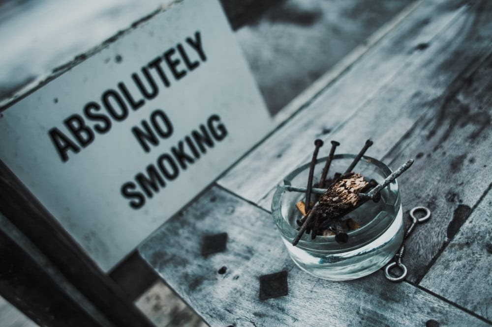 absolutely no smoking sign