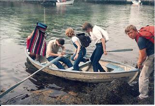 Photo: Tur til Håkholmen: Vidar Klepsvik ved årene, Johannes Guddal holder båten og er med guttespeiderne