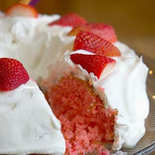 2 Ingredient Strawberry Cake.