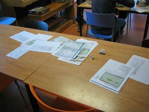 Photo: naast het strijden moeten soldaten ook leren kaarten bestuderen helaas....