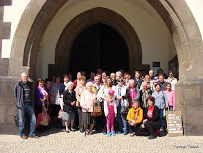 Photo: Třeboňští poutníci před kostelem Proměnění Páně