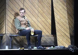 """Photo: EISWIND von Arpad Schilling - ein """"Anti-Orban-Projekt im Wiener Akademietheater. Premiere am 25.5.2016. Inszenierung: Arpad Schilling. Martin Vischer.  Copyright: Barbara Zeininger"""