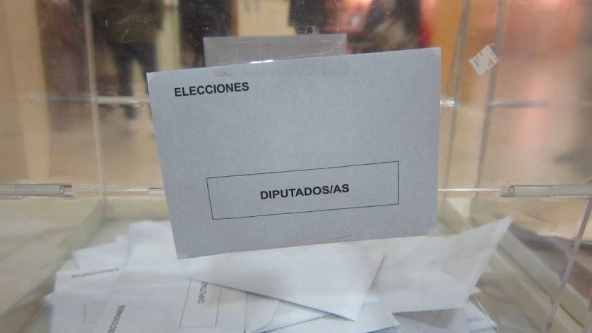 Urna para las elecciones generales.